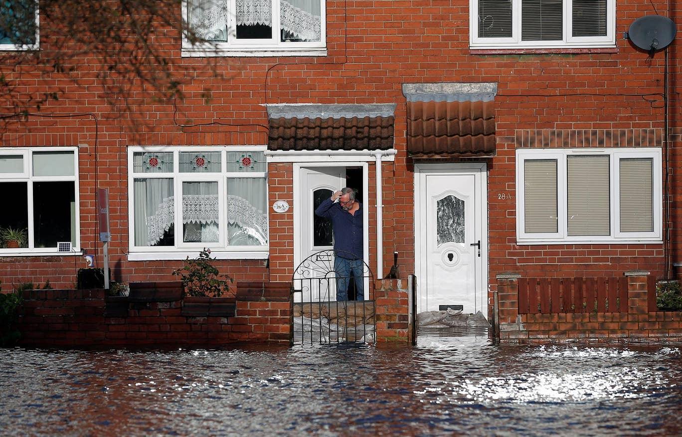 احتمال هفتهها بی خانمانی در پی وقوع سیل در انگلیس+ تصاویر