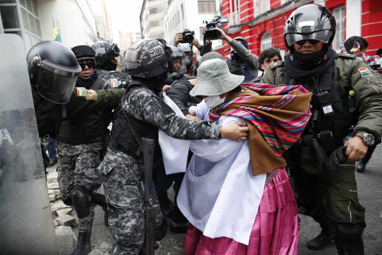 تظاهرات اعتراضی هواداران مورالس علیه رئیس جمهور خود خوانده بولیوی به خشونت کشید