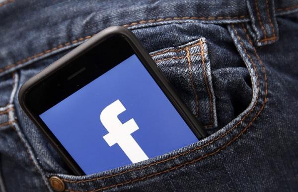 جاسوسی فیسبوک از کاربران از طریق دوربین آیفون