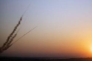 شلیک موشک از نوار غزه به سمت شهرکهای صهیونیستی/ آژیرهای خطر در سرزمینهای اشغالی به صدا درآمدند