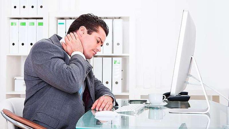 خطرات وحشتناکی که نشستن بر سر بدن میآورد