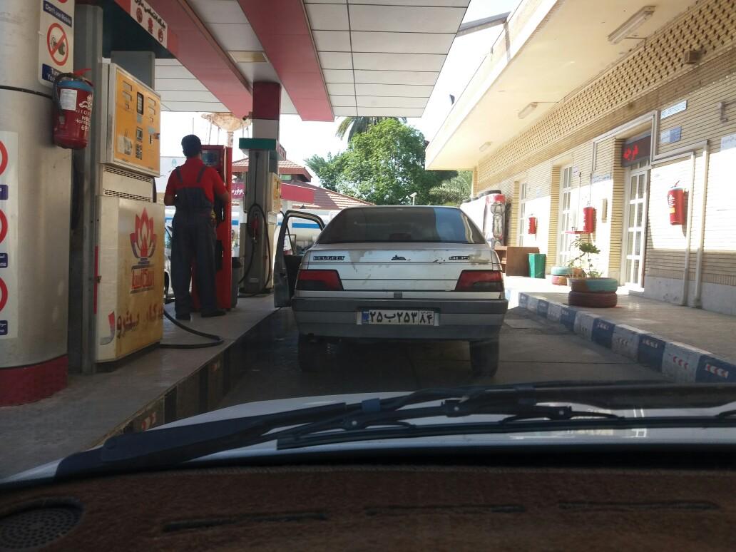 عرضه سوخت بنزين در شرایط عادی و آرام/ باجه های پستی آماه تحویل کارت سوخت در روز جمعه + تصاویر