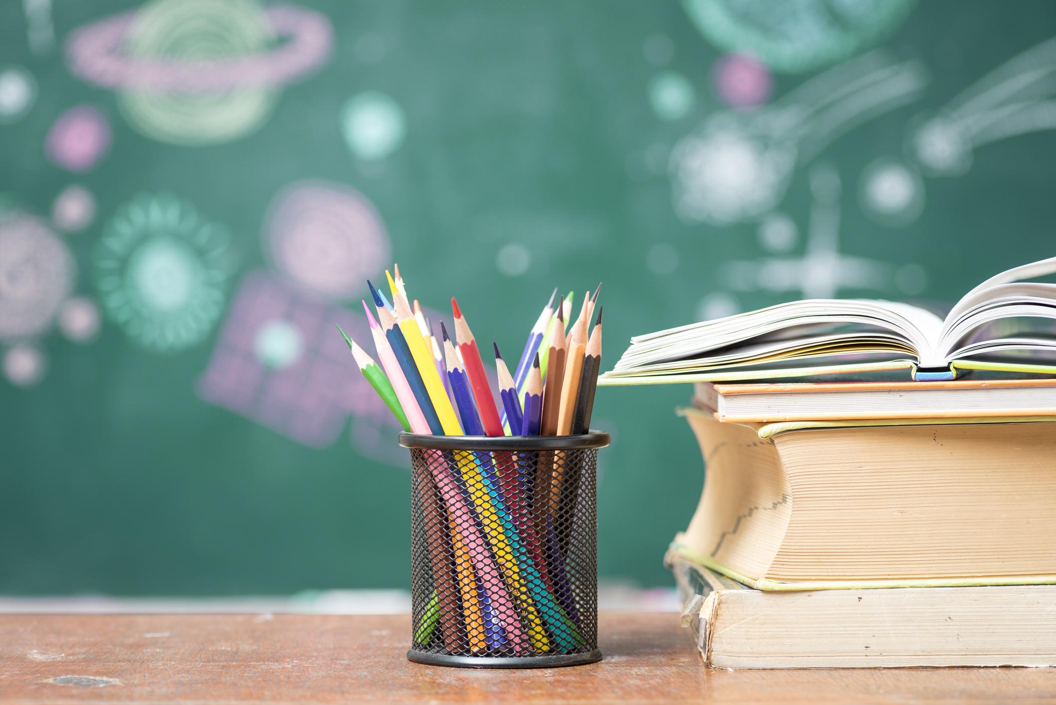 از پرداخت کامل مطالبات معلمان تا کاهش ۲۰ دقیقهای آموزش زبان انگلیسی