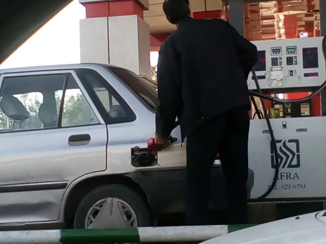 صفهای دریافت سوخت در سیستان و بلوچستان پس از اعلام نرخهای جدید / صف آرام و روان است