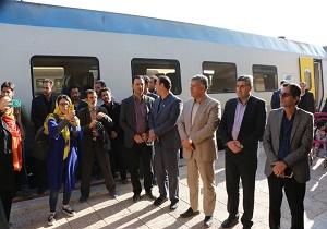 قطار گردشگری کاشان راه اندازی شد