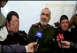 اشکهای فرمانده کل سپاه  در دیدار با خانواده زهرا جانباخته زلزله ورنکش میانه + فیلم