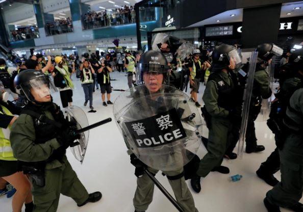 پلیس هنگ کنگ ۲ دانشجوی آلمانی را بازداشت کرد