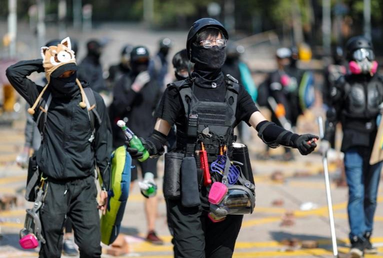 اقدام سربازان چینی به پاکسازی خیابانهای هنگکنگ