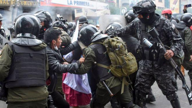 هشدار کمیسر عالی سازمان ملل درباره خشونت پلیس بولیوی در قبال معترضان