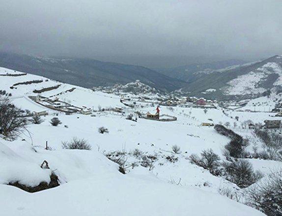 آغاز بارش برف در کوهرنگ