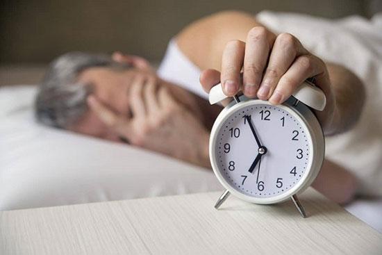 تاثیر بیخوابی مزمن بر بدن + علائم