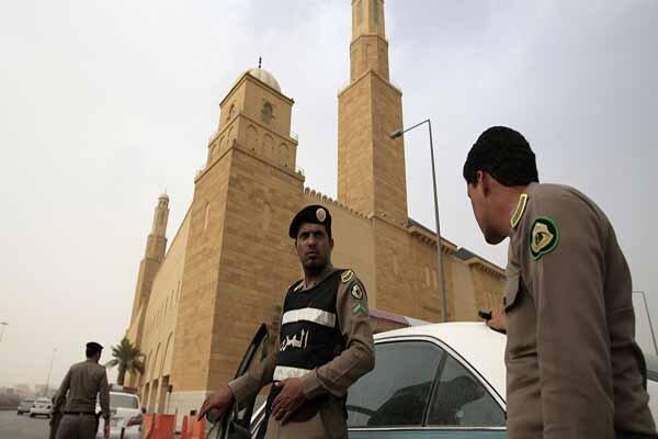 تشدید خشونت در مدارس عربستان/ دانش آموزی با ضرب چاقو از پا درآمد