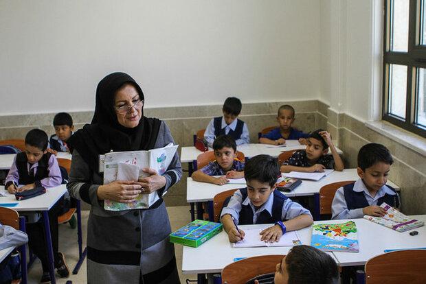 کم شدن ساعات آموزش به دانش آموزان ضربه میزند/ زمان آموزش در کشور ما کم است