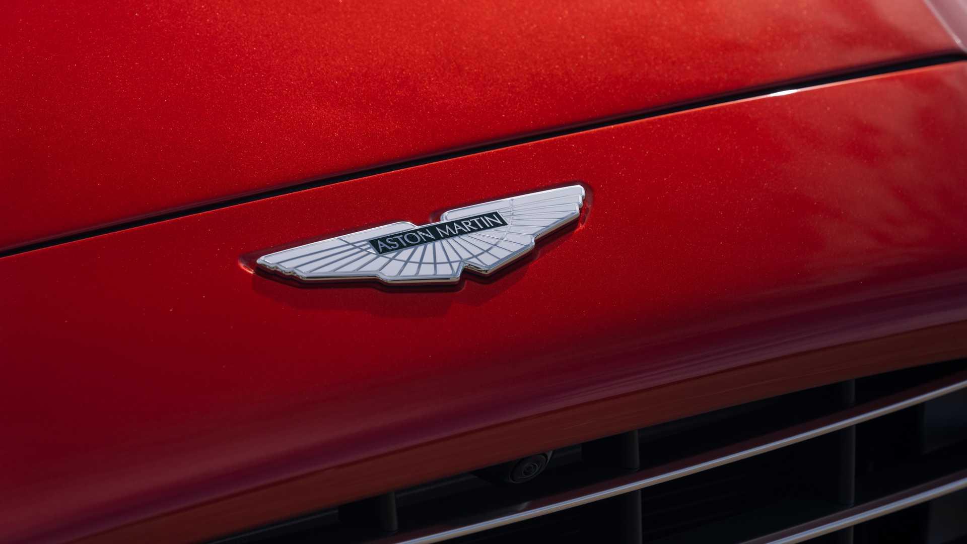 استون مارتین Martin DBX 2021 خودرویی مجهز به موتور V8