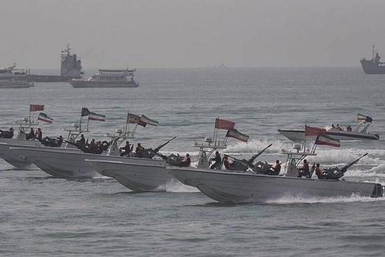 جلوه گری قایق های تندروی ایرانی در جنگ  قدرت /  از نیش گزنده زنبورهای سرخ تا قایقی که پرواز می کند! + تصاویر