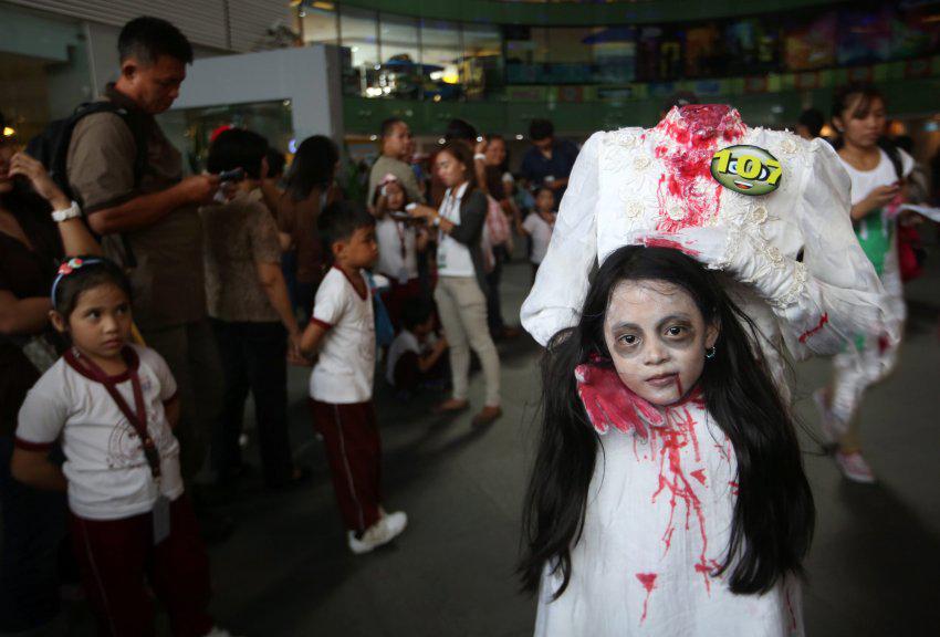 هالووین جشنی سنتی یا شیطان پرستی؟! / از تور ویژه تا لباس ها و گریم های عجیب هالووین در ایران +تصاویر
