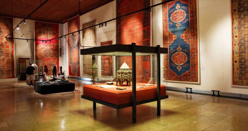 افزایش قیمت ورودی موزهها چه تأثیری روی تعداد بازدیدکنندگان خواهد داشت؟