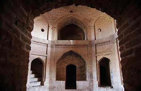 بازسازی ۱۰ کاروانسرای تاریخی در فارس