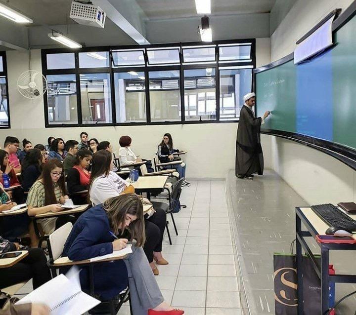 کلاس درس یک روحانی برزیلی برای بیحجابها +عکس