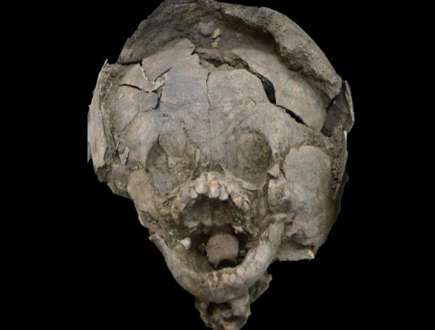 بقایای نوزادانی ۲ هزار ساله با کلاه ایمنی کشف شد + عکس