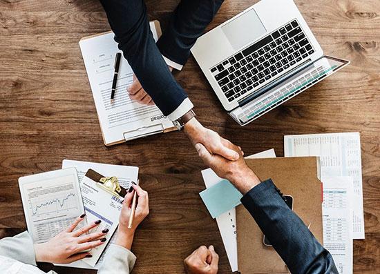۴ سوال ضروری که پیش از قبول یک پیشنهاد شغلی باید از خودتان بپرسید