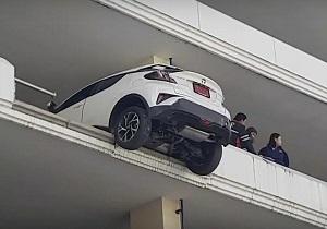 پارک کردن وحشتناک راننده زن تایلندی