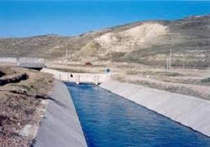 عملیات اجرایی طرح کانال آبیاری عمومی کشاورزی درعجب شیر