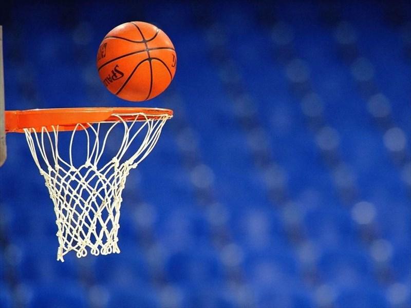 تماشاچیانی که مسابقه بسکتبال را به جنگ تبدیل کردند! + فیلم