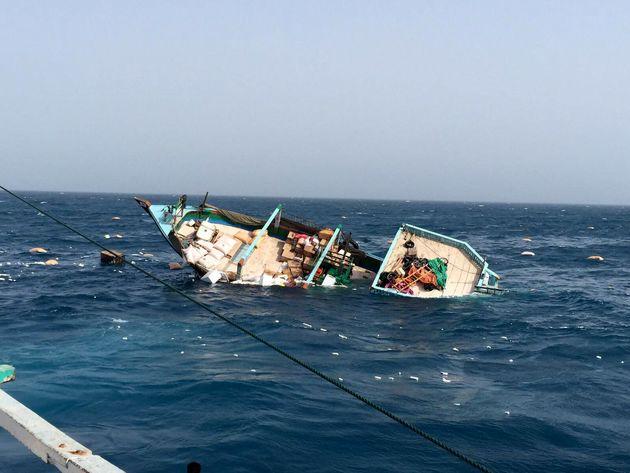 یک فروند لنج باری در آبهای خلیج فارس غرق شد