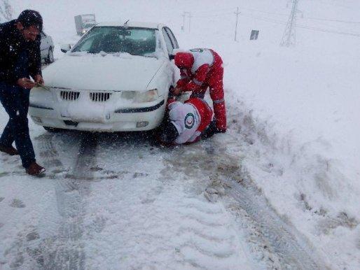 امدادرسانی به ۱۱۲ شهروند گرفتار در برف و کولاک