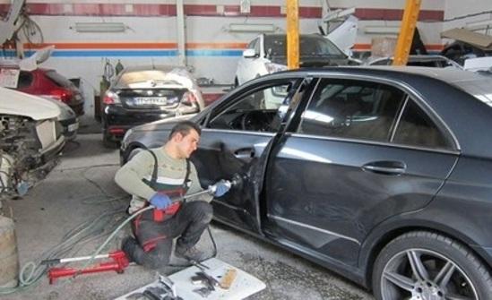 کاظمی///تکنولوژی خودروهای ایرانی باید عوض شود/ وزارت نفت تحولی در تولید بنزین ایجاد کند