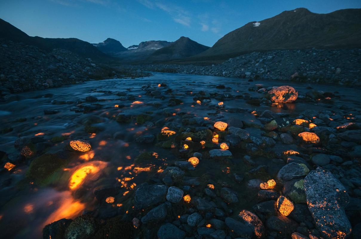 سنگهای درخشان در عکس روز نشنال جئوگرافی