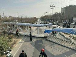 سقوط پل عابرپیاده در مشهد با ۷ مصدوم + فیلم
