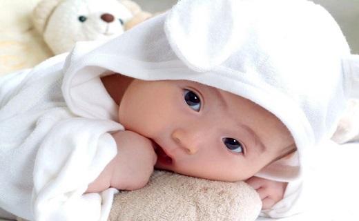 نوزاد به دنیا آمده