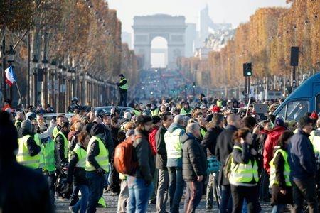 اعتصابهای فرانسه زندگی مردم را مختل کرده