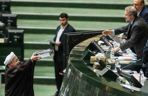 رئیس جمهور بودجه سال ۹۹ کل کشور را تقدیم مجلس کرد.