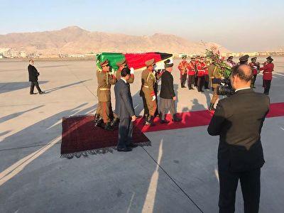 تابوت پزشک ژاپنی بر دوش رئیس جمهور افغانستان + فیلم