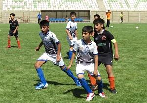 درخشش نوآموزان مدرسه فوتبال باشگاه سنگ آهن در فستیوال استان یزد