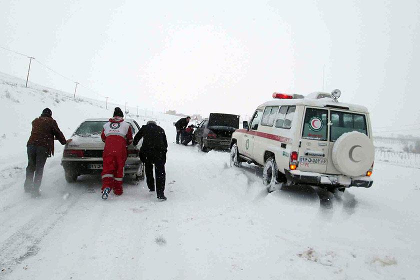 ۷ استان کشور درگیر برف و کولاک/ توزیع ۷۵ بسته غذایی و پتو در میان شهروندان