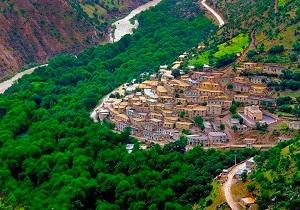 از هر ۱۰ روستای آن هشت روستا درگیر گردشگری شدهاند
