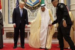 تحقیر آل سعود بهدست یانکیها / چرا ملک سلمان در برابر دونالد ترامپ زانو زد؟