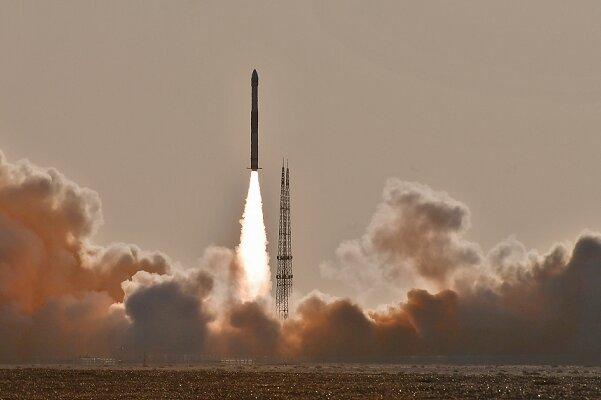 چین ۶ ماهواره را با یک راکت به فضا فرستاد/////گلی