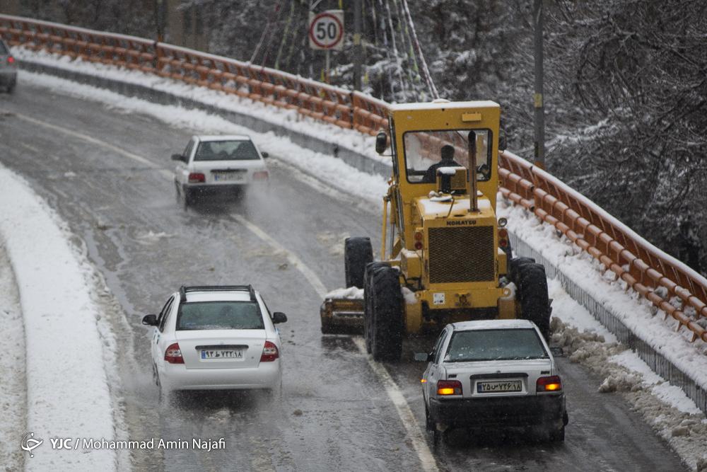 آماده باش ۶۵ دستگاه برف روب و ۵۰۰ نیرو در طرح زمستانی ۹۸