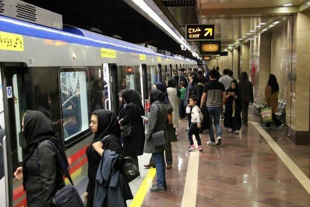 مشکل کمبود واگن قطار شهری در بخش بانوان برطرف میشود/ برنامه ریزی برای فعالیت تاکسیهای برقی در مشهد