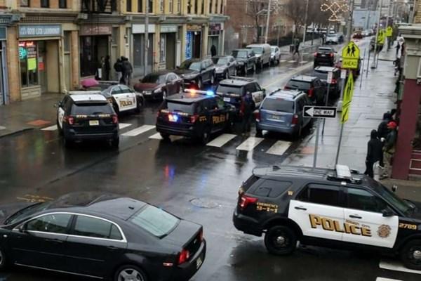 تیراندازی دو فرد مسلح به سمت پلیس در آمریکا