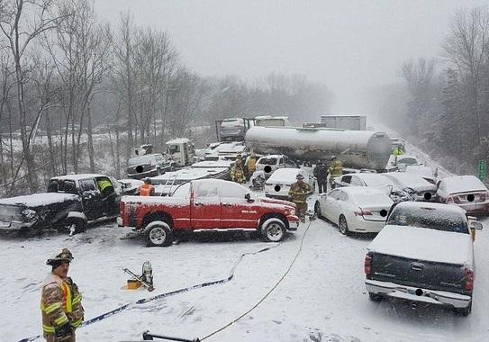 تصادف زنجیرهای درپی بارش برف در ایالت نبراسکای آمریکا