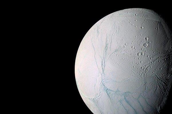 راز نوارهای سطح ماه زحل مشخص شد//گلی