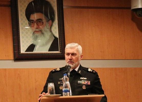 دشمن قادر به نفوذ در حوزه دریایی ایران نیست/ در تولید ناوشکن دست برتر منطقه هستیم