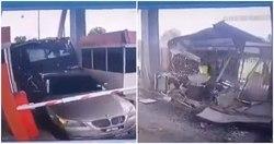 لحظه تصادف شدید کامیون با کیوسک عوارضی
