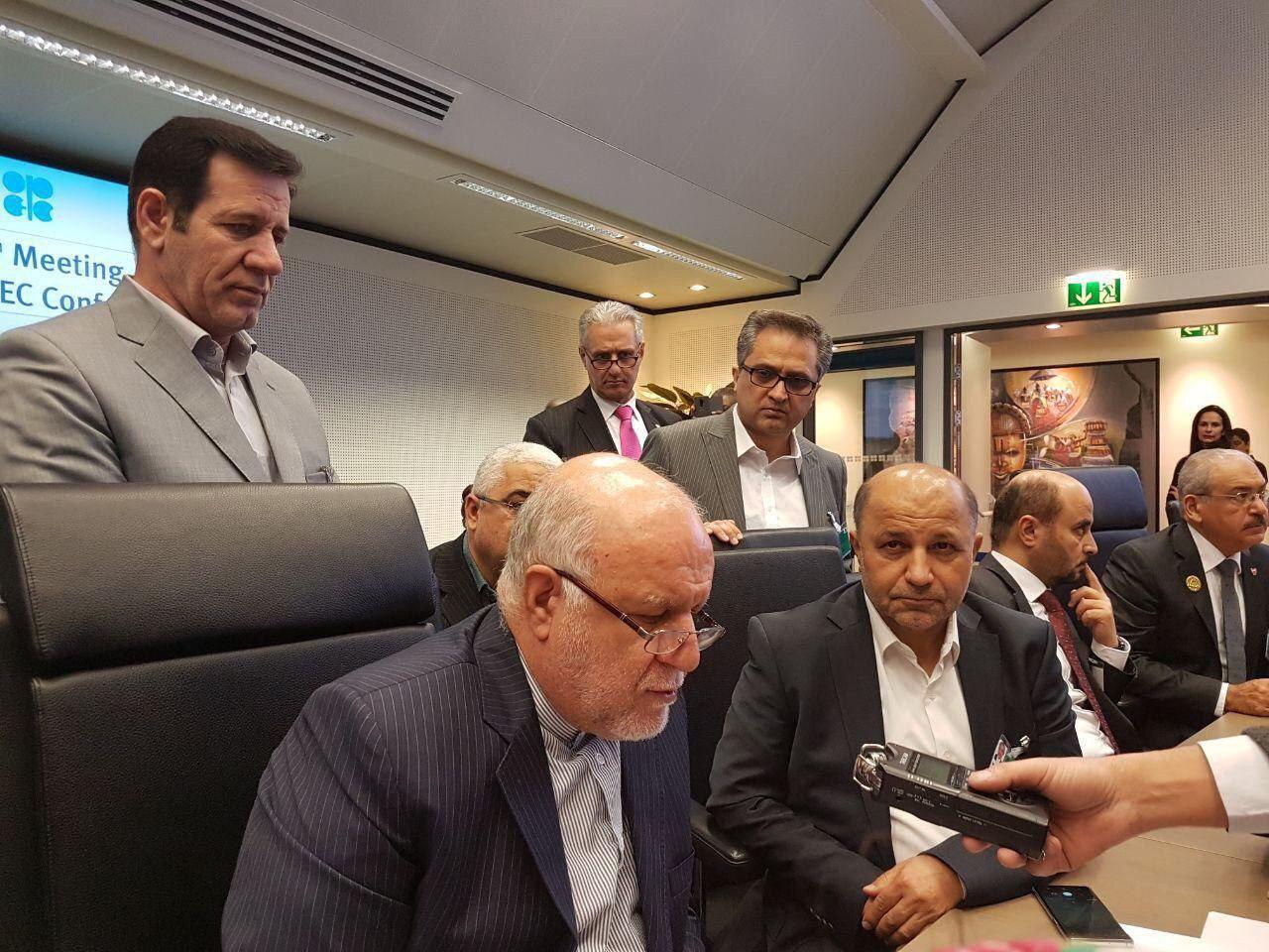 نفوذ نمایندگان اسبق مجلس به وزرات نفت راهی برای بقای وزارت آقای همیشه وزیر
